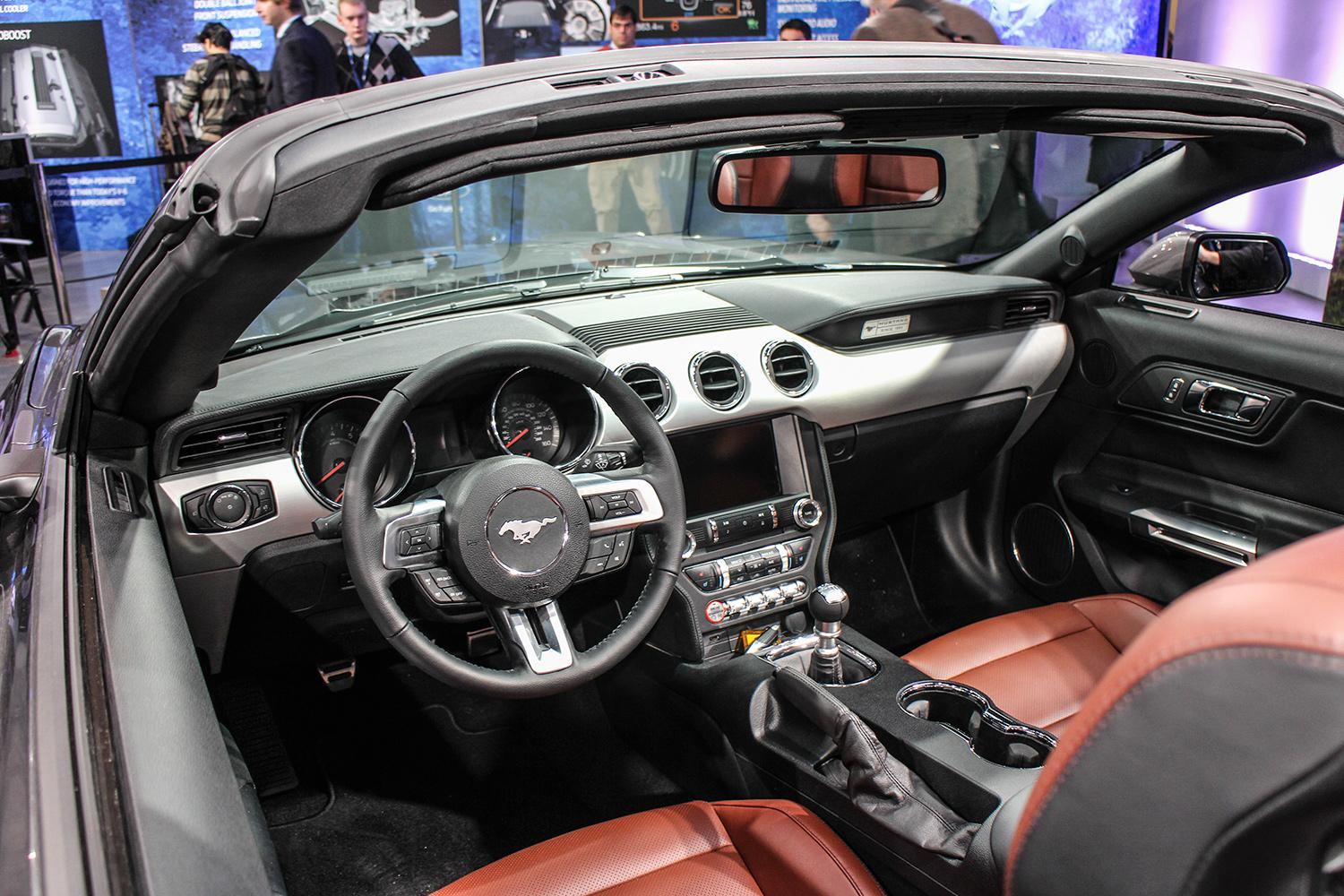Ford mustang galerij for Ford mustang 2015 interior